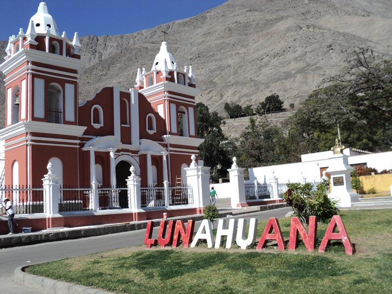 plaza de armas en Lunahuana